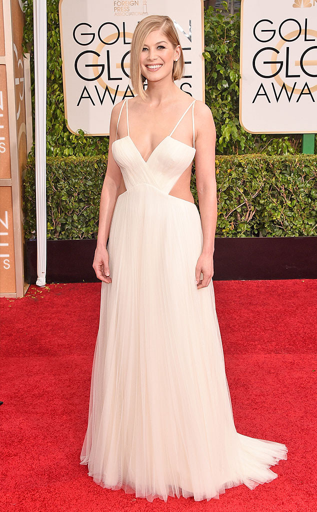Rosamund-Pike-Golden-Globes-Red-Carpet-011115
