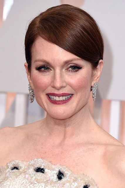 Julianne-Moore-beauty-Vogue-23Feb15-Getty_b_426x639